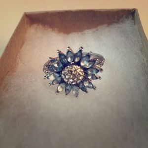 Jewelry - ✴️2/$20✴️Silver flower ring w/blue stones